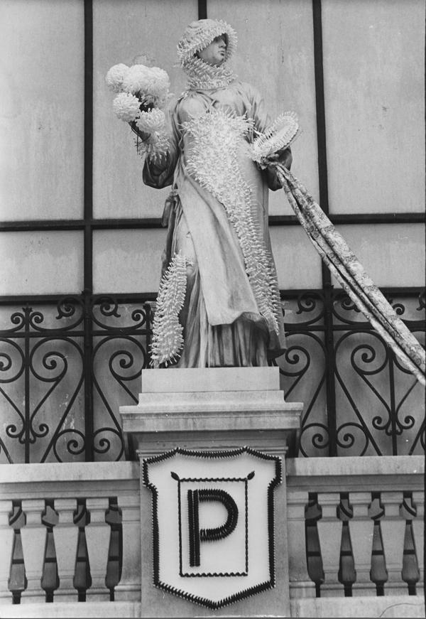 SOLDATS SOLDES -  Musas del Palais Galliera - la Pintura